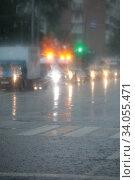 Москва, проливной ливень, фокус на переднем плане. Редакционное фото, фотограф Дмитрий Неумоин / Фотобанк Лори
