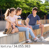 Купить «Teenage friends spending time together on summer streets», фото № 34055983, снято 11 июля 2020 г. (c) Яков Филимонов / Фотобанк Лори