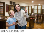 Family visiting historical museum. Стоковое фото, фотограф Яков Филимонов / Фотобанк Лори