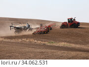 Купить «Seeding in Saskatchewan drought conditions Agriculture Canada», фото № 34062531, снято 14 июля 2020 г. (c) easy Fotostock / Фотобанк Лори