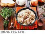 Купить «Meatballs with rice in a creamy sauce», фото № 34071343, снято 16 января 2020 г. (c) Надежда Мишкова / Фотобанк Лори