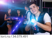 guy holding laser pistol playing laser tag game. Стоковое фото, фотограф Яков Филимонов / Фотобанк Лори