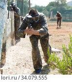 Купить «Paintball player aiming with gun», фото № 34079555, снято 11 августа 2018 г. (c) Яков Филимонов / Фотобанк Лори