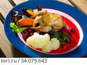 Купить «Roasted quail with cranberry sauce and caramelized carrots», фото № 34079643, снято 3 августа 2020 г. (c) Яков Филимонов / Фотобанк Лори
