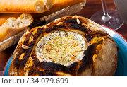 Купить «Fondue from camembert cheese in bread bowl», фото № 34079699, снято 16 июля 2020 г. (c) Яков Филимонов / Фотобанк Лори