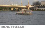 Купить «Катер королевской полиции Таиланда на реке Чао Пхрая. Бангкок», видеоролик № 34082823, снято 31 декабря 2018 г. (c) Виктор Карасев / Фотобанк Лори