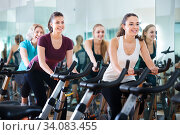 Females training on exercise bikes. Стоковое фото, фотограф Яков Филимонов / Фотобанк Лори