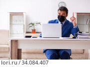 Купить «Young male employee in self-quarantine concept», фото № 34084407, снято 27 марта 2020 г. (c) Elnur / Фотобанк Лори