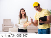 Купить «Young male courier delivering parcel to the office», фото № 34085847, снято 22 ноября 2019 г. (c) Elnur / Фотобанк Лори