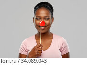 happy african american woman with red clown nose. Стоковое фото, фотограф Syda Productions / Фотобанк Лори