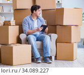 Купить «Young man moving in to new house with boxes», фото № 34089227, снято 17 апреля 2017 г. (c) Elnur / Фотобанк Лори