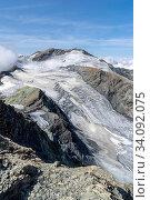 Auf dem Gipfel des Mont de l'Etoile, Val d'Arolla, Kanton Wallis. Blick zur Pointe de la Vouasson. Ganz hinten links der Mont Blanc. Стоковое фото, фотограф Fredy Joss / age Fotostock / Фотобанк Лори