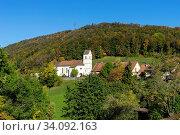 Das Dorf Grindel im Solothurner Jura Schwarzbubenland) mit dem Rütliberg dahinter. (no property-release) Стоковое фото, фотограф Fredy Joss / age Fotostock / Фотобанк Лори