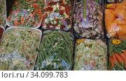 Купить «Fresh cut vegetables in sets prepared for cooking on store showcase», видеоролик № 34099783, снято 13 февраля 2020 г. (c) Яков Филимонов / Фотобанк Лори