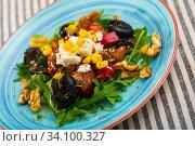 Купить «Arugula salad with vegetables, cheese, walnuts», фото № 34100327, снято 22 июня 2018 г. (c) Яков Филимонов / Фотобанк Лори