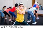 Купить «Kids training hip hop in dance studio», фото № 34100667, снято 30 июня 2020 г. (c) Яков Филимонов / Фотобанк Лори