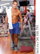 Muscular bare-chested guy at gym. Стоковое фото, фотограф Яков Филимонов / Фотобанк Лори