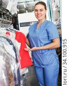 Worker checking clean clothes in laundry+ Стоковое фото, фотограф Яков Филимонов / Фотобанк Лори