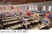 Работа журналистов в пресс-центре на 75-летие Парада Победы. Москва, Манеж. Редакционное видео, видеограф Игорь Долгов / Фотобанк Лори