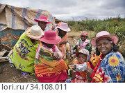 Women in a local market of the Betsileo ethnic group, on the road to Fianarantsoa. (2018 год). Редакционное фото, фотограф Josep Blanch Busom / age Fotostock / Фотобанк Лори