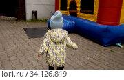 Купить «Anonymous child walking towards bouncy castle», видеоролик № 34126819, снято 23 июня 2020 г. (c) Ekaterina Demidova / Фотобанк Лори