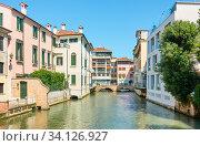 Picturesque canal in Treviso (2018 год). Стоковое фото, фотограф Роман Сигаев / Фотобанк Лори