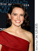 Daisy Ridley at the World premiere of Disney's 'Star Wars: The Rise Of Skywalker' held at the Dolby Theatre in Hollywood, USA on December 16, 2019. Стоковое фото, фотограф Zoonar.com/Lumeimages.com / age Fotostock / Фотобанк Лори