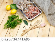 Fresh prawns and Cancers-mantis in the tray on a wooden table close-up. Стоковое фото, фотограф Татьяна Ляпи / Фотобанк Лори