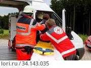 Notfallübung DRK, verschiedene Rettungssituationen, gestellte Situationen. Стоковое фото, фотограф Zoonar.com/© Jens Schmitz / age Fotostock / Фотобанк Лори