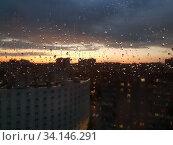 Купить «View of the sunset in the city through glass wet from rain», фото № 34146291, снято 1 июля 2020 г. (c) Володина Ольга / Фотобанк Лори