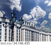 Building of The State Duma of the Federal Assembly of Russian Federation on a cloud background, Moscow, Russia (2018 год). Стоковое фото, фотограф Владимир Журавлев / Фотобанк Лори