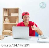Купить «Call center worker at parcel distribution center in post office», фото № 34147291, снято 25 ноября 2017 г. (c) Elnur / Фотобанк Лори