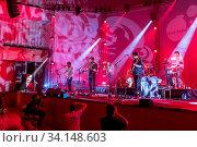 Купить «Die britische Band Bear's Den live beim 27. Blue Balls Festival in Luzern, Schweiz, Europa», фото № 34148603, снято 4 августа 2020 г. (c) age Fotostock / Фотобанк Лори