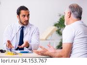 Купить «Patient suffering from diabetes visiting doctor», фото № 34153767, снято 3 октября 2019 г. (c) Elnur / Фотобанк Лори