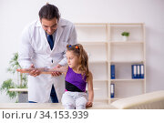 Small girl visiting young male doctor. Стоковое фото, фотограф Elnur / Фотобанк Лори