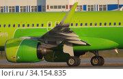 Купить «S7 Airbus A320 on runway 07 before departure», видеоролик № 34154835, снято 17 июня 2020 г. (c) Игорь Жоров / Фотобанк Лори