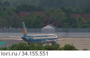 Купить «Vietnam Airlines Airbus A321 taxiing», видеоролик № 34155551, снято 27 ноября 2019 г. (c) Игорь Жоров / Фотобанк Лори