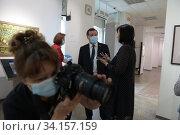 Купить «Балашиха, посетители музея в масках», эксклюзивное фото № 34157159, снято 2 июля 2020 г. (c) Дмитрий Неумоин / Фотобанк Лори