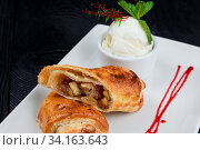 Apple strudel with vanilla ice cream decorated with caramel and berries sauce. Стоковое фото, фотограф Zoonar.com/Ruslan Olinchuk / easy Fotostock / Фотобанк Лори