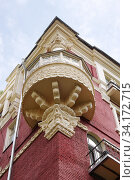 Купить «Москва, Трехпрудный переулок, дом 8. Жилой дом кооператива «Творчество» (1928—1948, архитектор Д. Д. Булгаков)», фото № 34172715, снято 5 июля 2020 г. (c) Илюхина Наталья / Фотобанк Лори