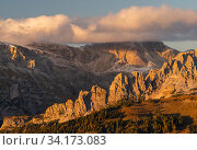 Looking north from Passo Sella, and the Odle Range, at sunset, Dolomites, Italy, October 2019. Стоковое фото, фотограф John Shaw / Nature Picture Library / Фотобанк Лори