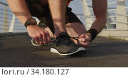 Купить «Sporty Caucasian man on a bridge», видеоролик № 34180127, снято 30 мая 2019 г. (c) Wavebreak Media / Фотобанк Лори