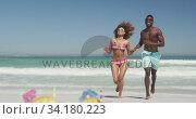 Купить «African American couple running side by side at beach», видеоролик № 34180223, снято 25 февраля 2020 г. (c) Wavebreak Media / Фотобанк Лори