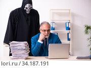 Купить «Old businessman employee getting deal with the devil», фото № 34187191, снято 9 декабря 2019 г. (c) Elnur / Фотобанк Лори