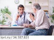 Купить «Young male doctor and old patient in antismoking concept», фото № 34187831, снято 9 сентября 2019 г. (c) Elnur / Фотобанк Лори