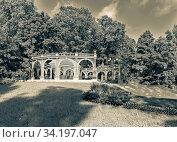 Купить «Moscow, Russia - June 13, 2020: Rotunda in Ostankino Park on a summer day», фото № 34197047, снято 13 июня 2020 г. (c) Григорий Стоякин / Фотобанк Лори