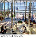 Вид с торгового центра на водный зеленый бульвар. Астана. Казахстан (2015 год). Редакционное фото, фотограф Александр Карпенко / Фотобанк Лори