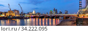 Panoramic of St paul cathedral with river thames sunset twilight in London UK. Стоковое фото, фотограф Zoonar.com/Vichie81 / easy Fotostock / Фотобанк Лори