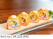 California Maki woth salmon and tamago Japanese food cuisine. Стоковое фото, фотограф Zoonar.com/Vichie81 / easy Fotostock / Фотобанк Лори
