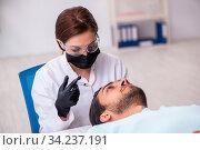 Купить «Young man visiting female beautician in hair transplantation con», фото № 34237191, снято 1 октября 2019 г. (c) Elnur / Фотобанк Лори